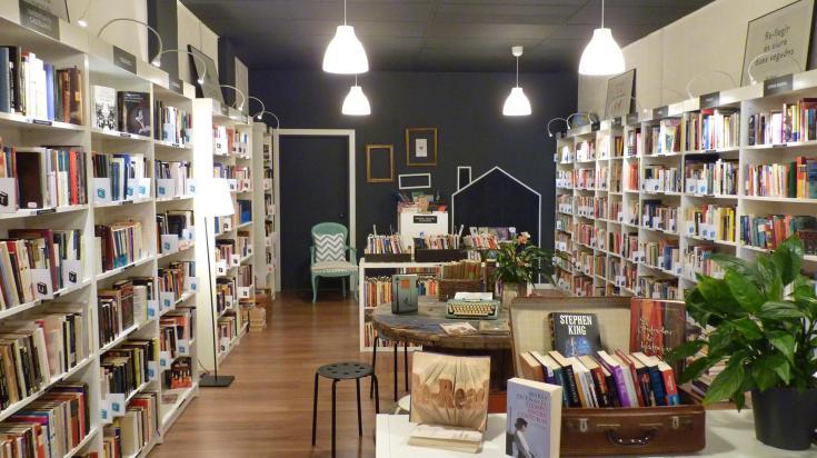 librería interior re-read