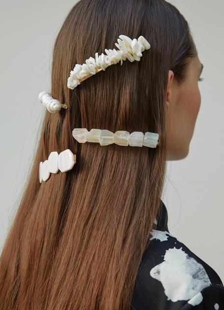 Trendfrisuren mit Haarspangen fr den Sommer 2019