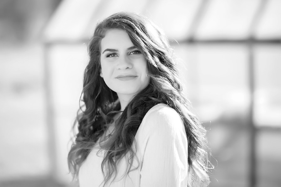 Lakeridge-senior-photographer-©ElleMPhotography-9568BW