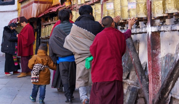 Lhasa: pilgrims turning prayer wheels at Barkhor Street