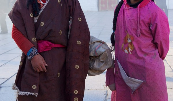 Lhasa: portrait of mother and daughter on a cold, early morning at Barkhor Sqaure