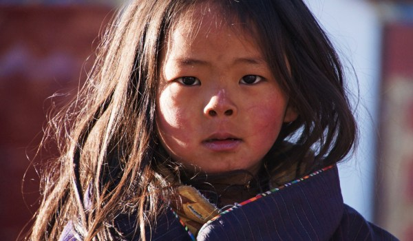 Lhasa: young girl at Barkhor Square