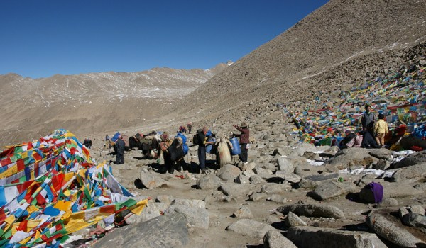 Day 2 of the kora: pilgrims on Drolma La pass (5.660m) (2010)