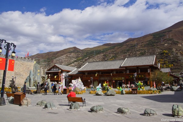 Songpan Ancient Town: square near the North Gate