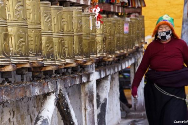 Lhasa, prayer wheels at the Barkhor Street