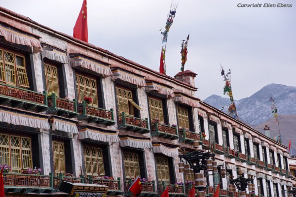 Lhasa, windows of buildings at Barkhor Street