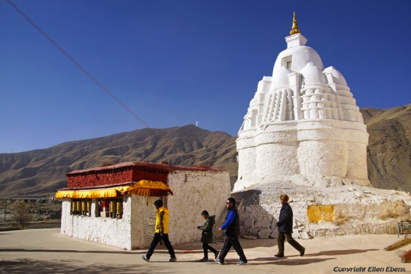 A small monastery near Gonkar Airport. This monastery has an a-typical stupa.
