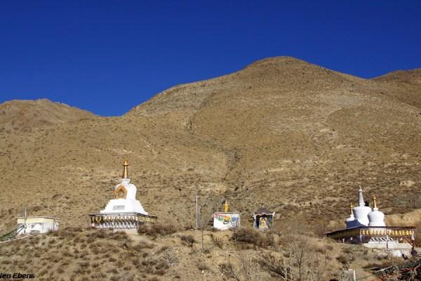 Stupas at Kamadang Temple