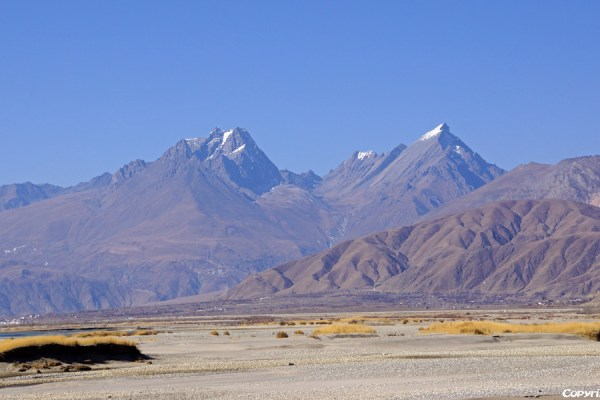 Scenery in the Yarlung Tsangpo valley before riding up to the Kamba La pass