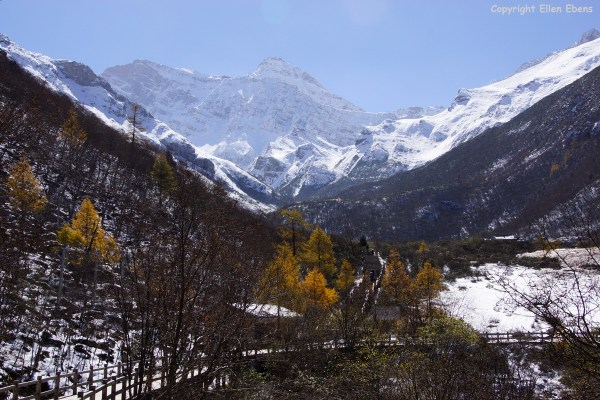 Huanglong NP: view on a snow mountain behind the park