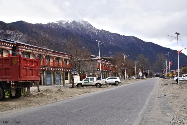 Driving back from Ranwu Lake to the town of Bome (Pome), lunch in a little village