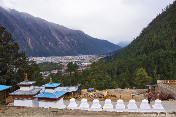 Stupas at the monastery at Bome (Pome).