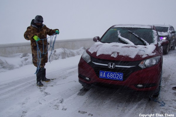 snow traffic jam Zheduo Pass