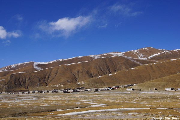 A village near Yamdrok Tso Lake