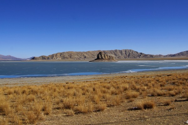 Second day of the kora around Yamdrok Tso Lake