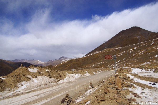 Driving up to the Chak La pass (4,850 meter)