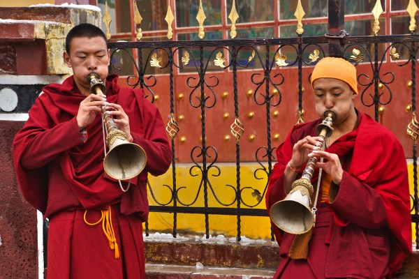 Nangchen monastery monks horns