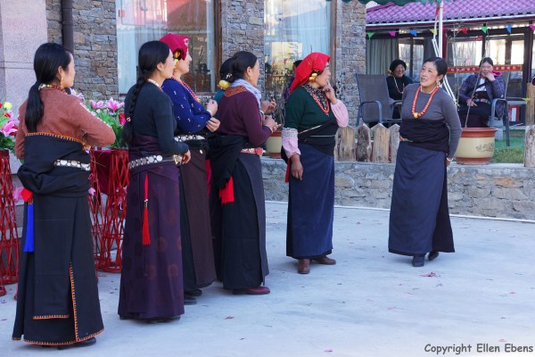 Songpan Tibetan wedding dancing