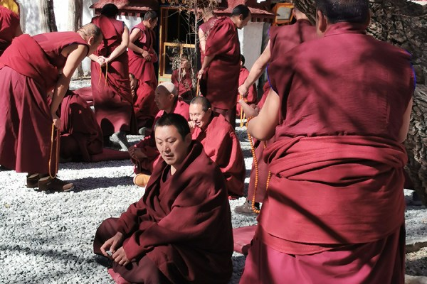 Debating Sera Monastery