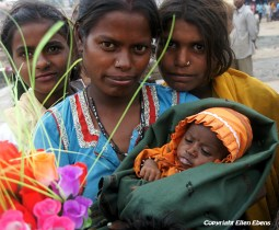 Women with baby at the city of Ujjain