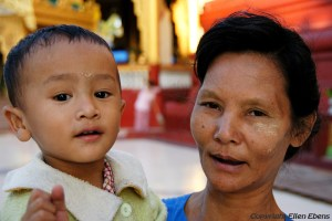 Grandmother with her grandson at the Shwesandaw-pagode in the city of Toungoo