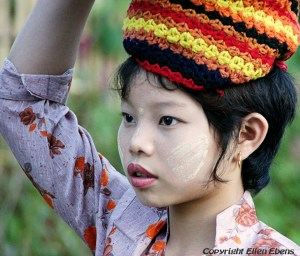 A pretty girl along the way to Kalaw