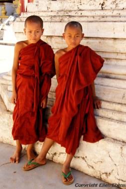 Pindaya, young monks