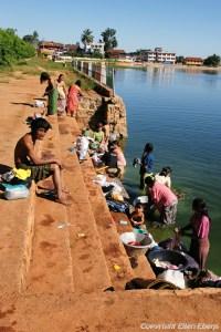 Pindaya, women washing clothes at Pindaya Lake
