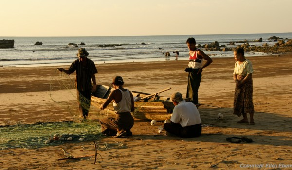 Chauntha Beach, fishermen