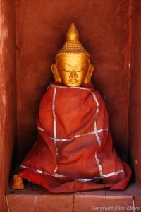 Kakku, Buddha statue at the forest of ancient stupas