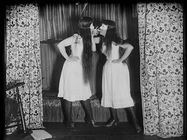 Alice-Austen-Trude-masked-skirts_PLYIMA20151213_0003_1