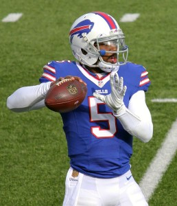 tyrod taylor throwing ball