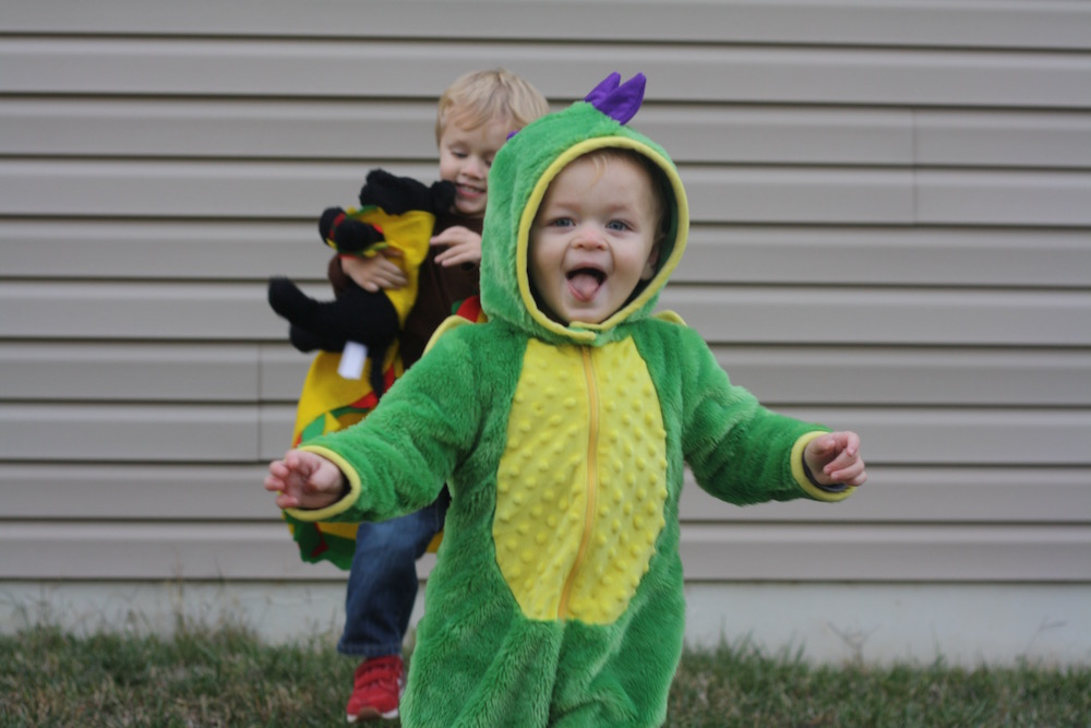 Dragons Love Tacos - Halloween 2017 | Ellie And Addie