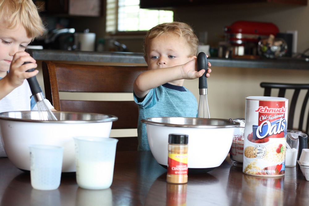 Back To School Breakfast Muffins - Baking oatmeal breakfast muffins with all the ingredients we bought at our local Schnucks #SchnucksBackToSchool | St. Louis Lifestyle Blogger Liz from Ellie And Addie