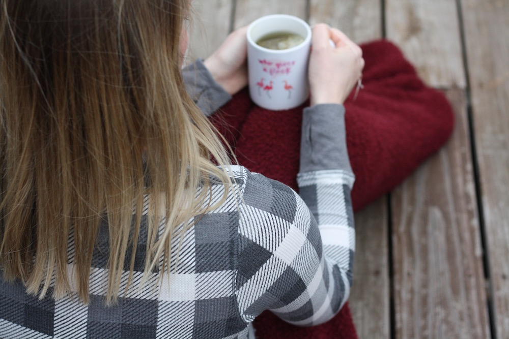 Five Ways To Stay Cozy | St. Louis Family & Lifestyle blogger Liz from Ellie And Addie shares her favorite ways to stay cozy this winter!