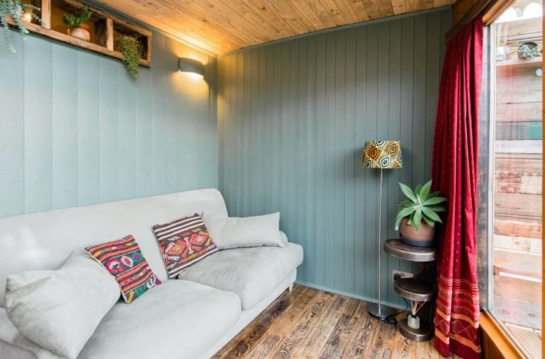 house boat airbnb brighton