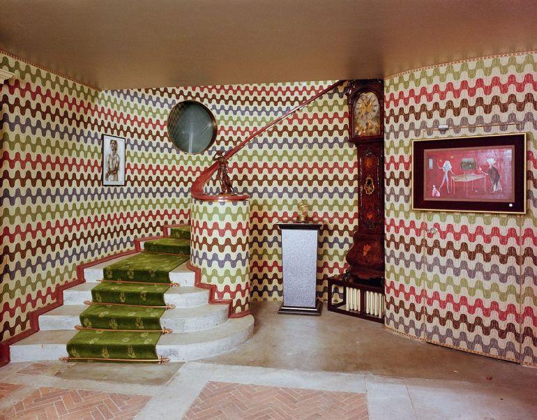 surrealist-interior-monkton-house-sussex