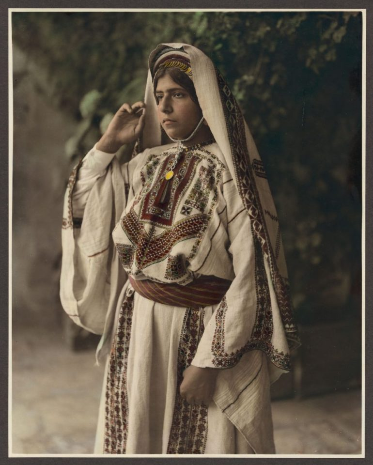 traditional palestinian dress for women