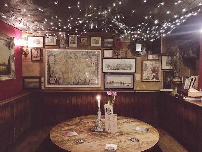 inside lion and lobster pub