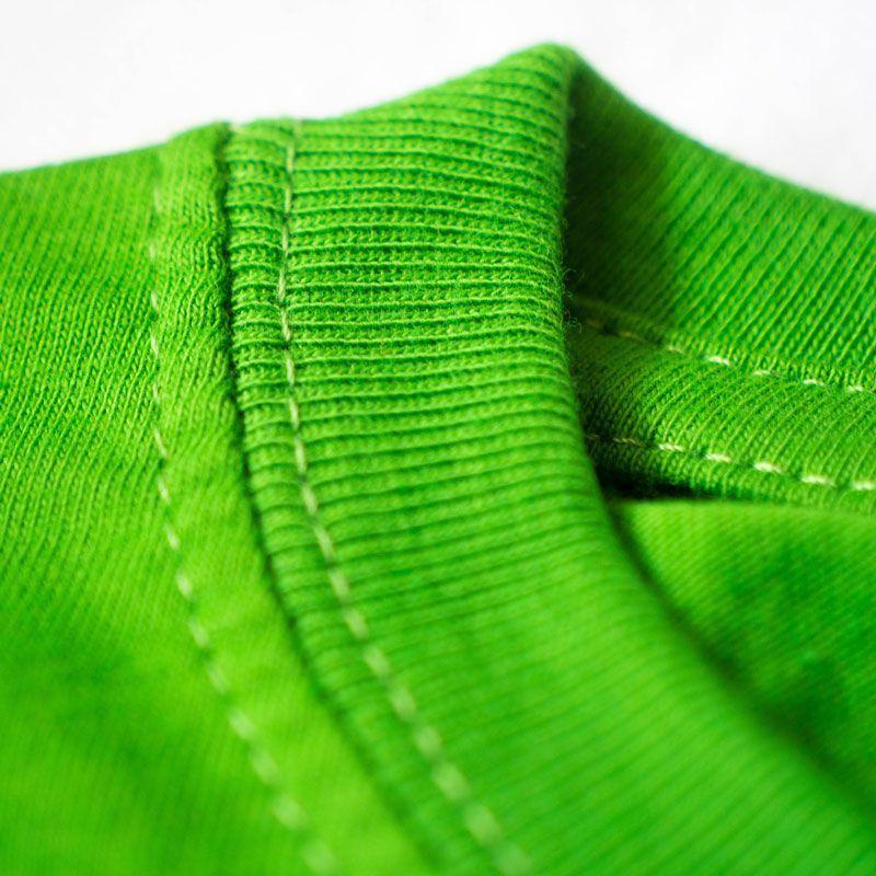 Detalle de las costuras del cuello