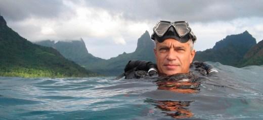 Ο Ελληνοαμερικανός που αποκάλυψε τη σφαγή 23.000 δελφινιών ετησίως