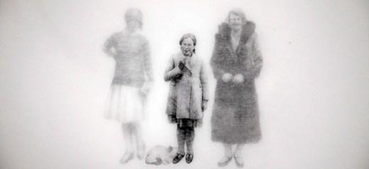 Παλιές ξεθωριασμένες φωτογραφίες, έμπνευση για δημιουργία μυθοπλασίας