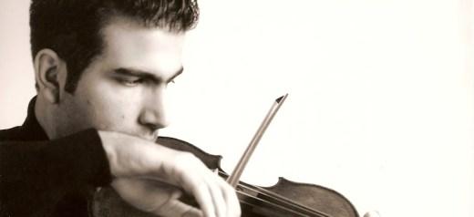 Συνεργάζεται με τους μεγαλύτερους μουσικούς του κόσμου