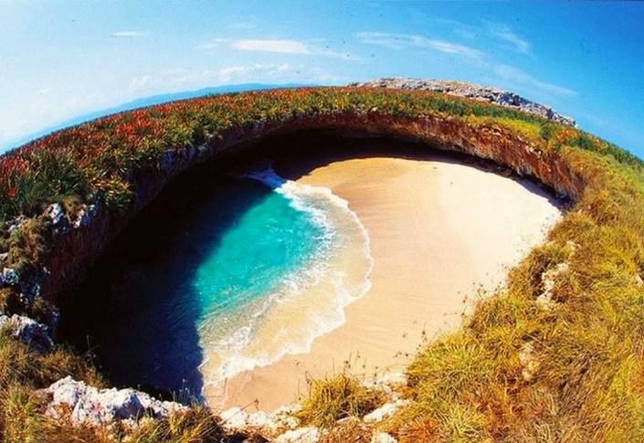 Playa del Amor (Hidden Beach), Mexico