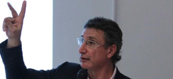 Διευθυντής τηςΕρευνητικήςΜονάδας Δημοσίων Πολιτισμών στοΠανεπιστήμιοτηςΜελβούρνης