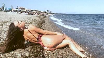 Μαρία Αντωνά μαγιό κοντές φούστες