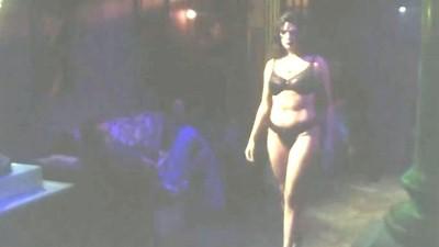 Η Μαρία Λεκάκη σε ρόλο πόρνης