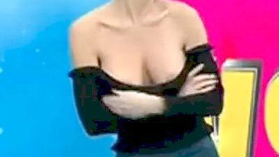 Γνωστό μοντέλο αποκαλύπτει στήθος