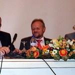 Von links: Guy Féaux de la Croix, Gesandter deutsche Botschaft Athen, Herbert Krüger, Oberbürgermeister von Neckartenzlingen, Reinhard Heller, Oberbürgermeister von Detmold