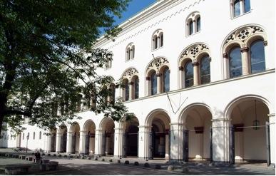 Το κεντρικό κτήριο